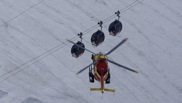 Вертолет EC-135 французских спасателей на горе Монблан. Архивное фото