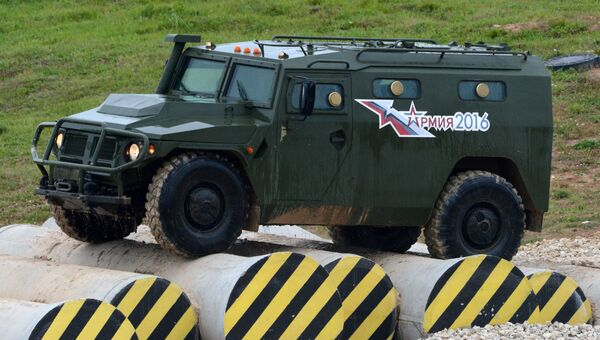 Бронеавтомобиль Тигр во время демонстрационного показа военной техники на полигоне Алабино на Международном военно-техническом форуме АРМИЯ-2016