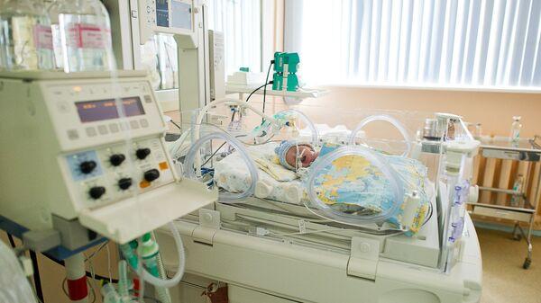 Отделение реанимации и интенсивной терапии для новорожденных в родильном доме. Архивное фото