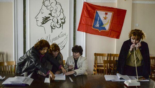 Избирательный участок в Севастополе. Архивное фото