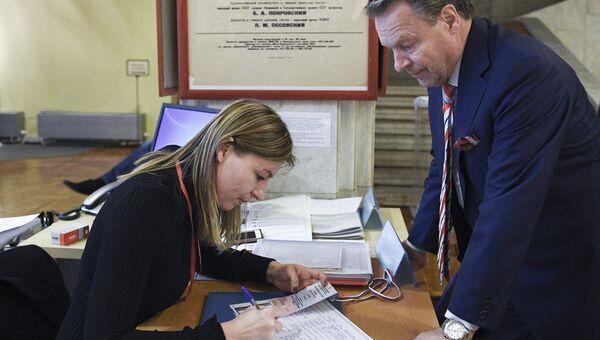 Наблюдатели ОБСЕ посетили избирательный участок в Москве. Архивное фото