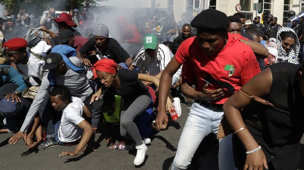 Разгон студенческой акции протеста в Йоханнесбурге, Южная Африка