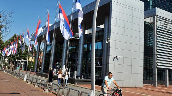 Флаги у админитстративных зданий в городе Баня-Лука, Республика Сербска Боснии и Герцеговины. Архивное фото
