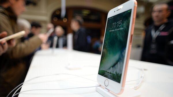 Новый смартфон iPhone 7. Архивное фото