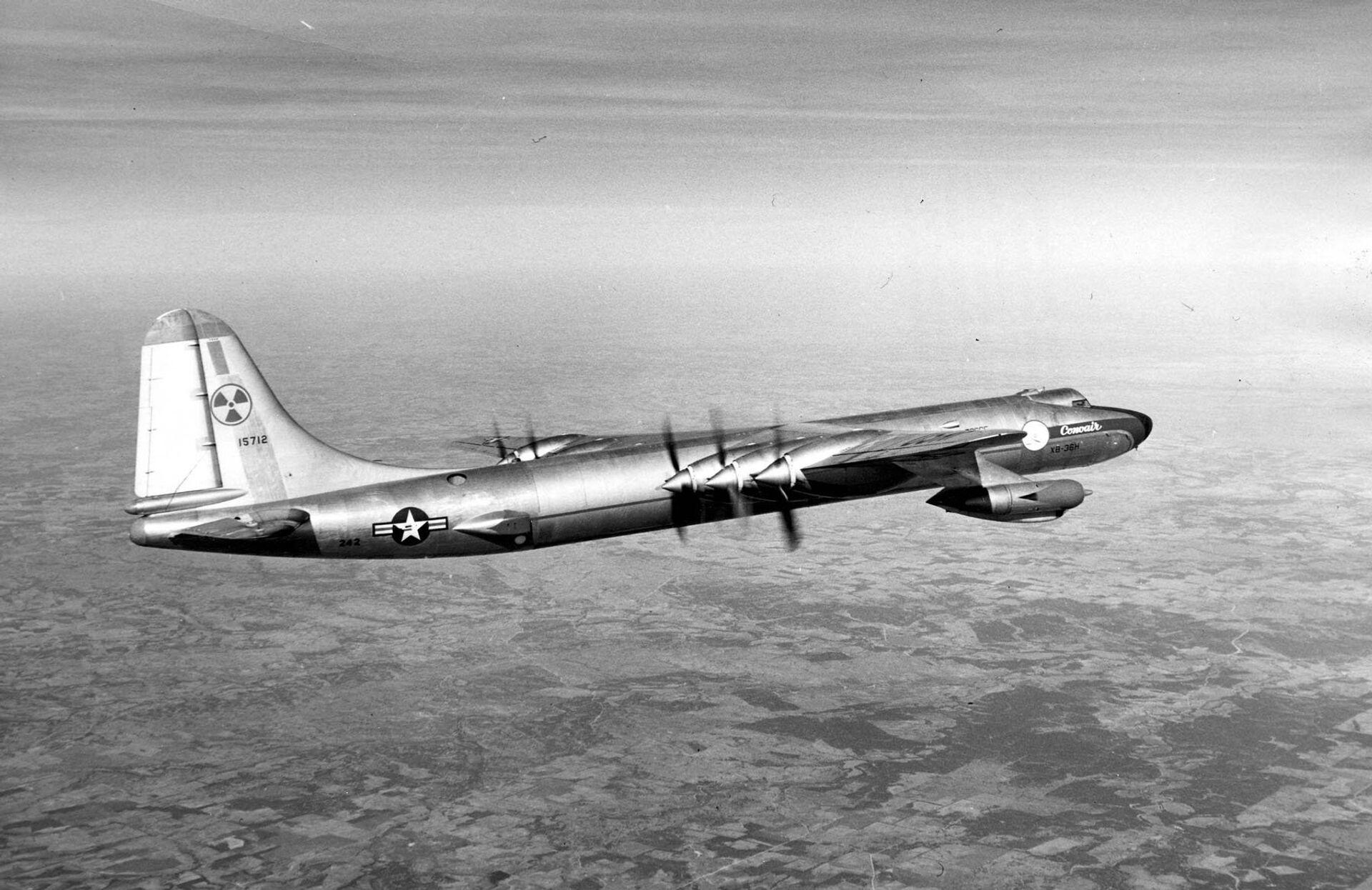 Бомбардировщик B-36 Миротворец ВВС США, способный нести ядерное оружие - РИА Новости, 1920, 15.01.2021