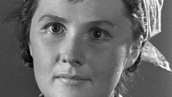 Актриса Людмила Иванова в спектакле театра Современник Два цвета. Архивное фото