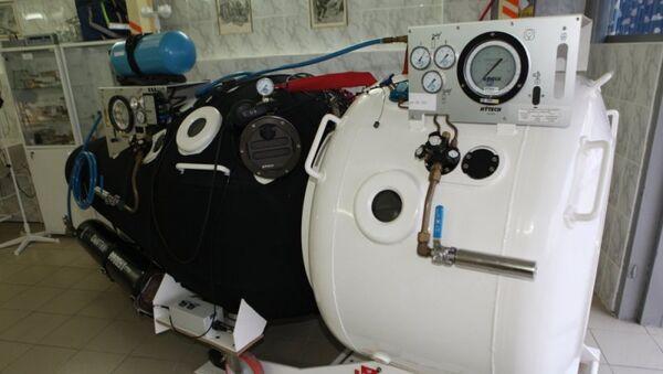 Глубоководный аппарат МЧС России во время спасательной операции после крушения плавучего крана в Крыму