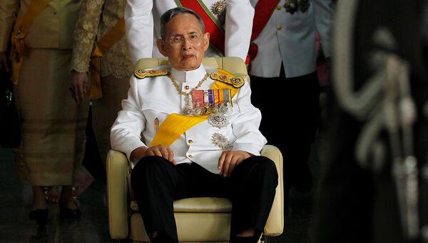 Король Таиланда Пхумипхон Адулъядет в Бангкоке. Архивное фото