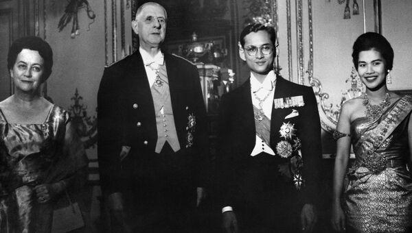 Король Таиланда Пхумипон Адульядет с президентом Франции Шарлем де Голлем в Елисейском дворце. Париж, Франция. 1960 год