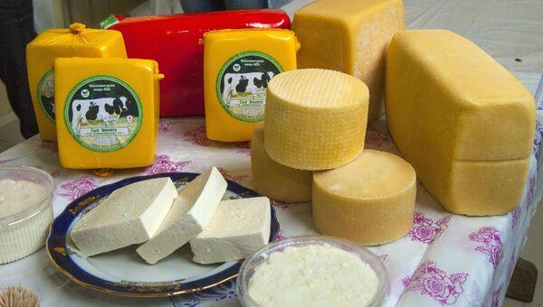 Готовая молочная продукция, произведенная фермерским хозяйством. Архивное фото