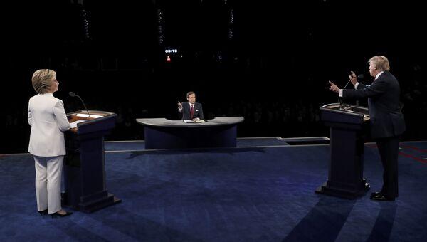 Кандидаты в президенты США Дональд Трамп и Хиллари Клинтон на третьих теледебатах
