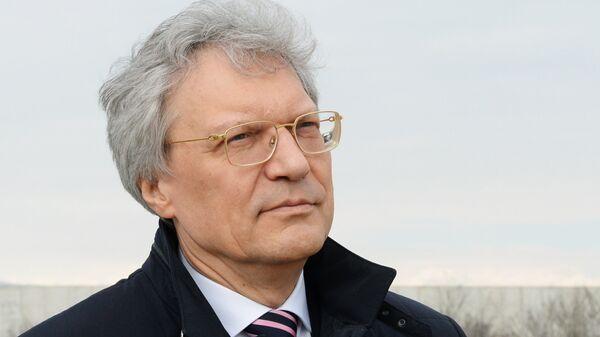 Посол России в Италии Сергей Разов в аэропорту Турина
