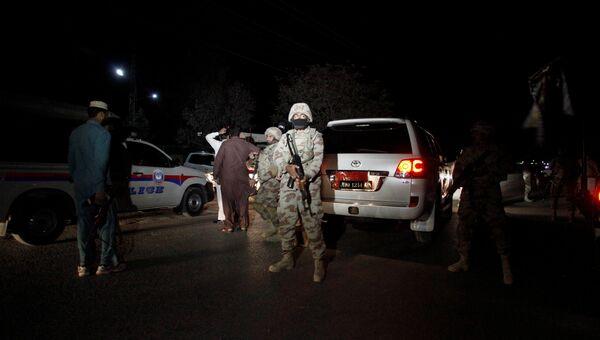 Пакистанский солдат рядом с полицейской академией, на которую было совершено нападение. 25 октября 2016 год