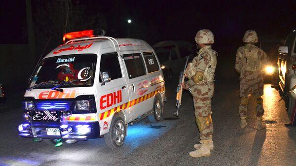Машина скорой помощи и военные возле полицейской академии, на которую было совершено нападение. 25 октября 2016 год
