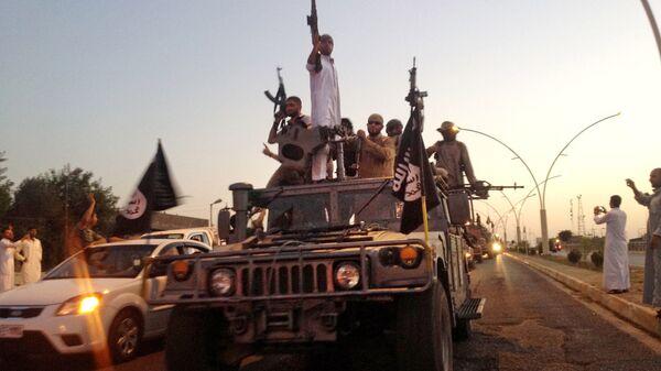 Боевики террористической группировки Исламское государство в Мосуле. Архивное фото