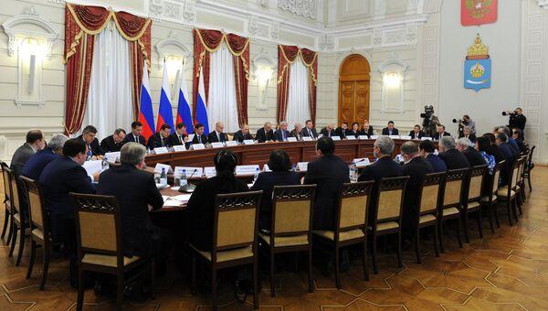 Президент РФ Владимир Путин проводит заседание Совета по межнациональным отношениям в Астрахани. 31 октября 2016