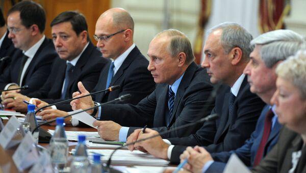 Владимир Путин проводит заседание Совета по межнациональным отношениям в Астрахани. 31 октября 2016