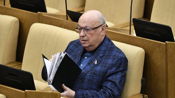 Депутат Государственной Думы РФ Владимир Ресин на пленарном заседании Государственной Думы РФ