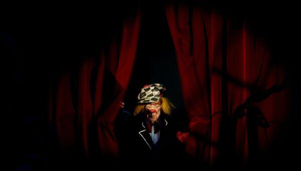 Артист цирка, клоун Олег Попов на премьере новой цирковой программы Пусть всегда будет солнце на арене цирка Чинизелли в Санкт-Петербурге