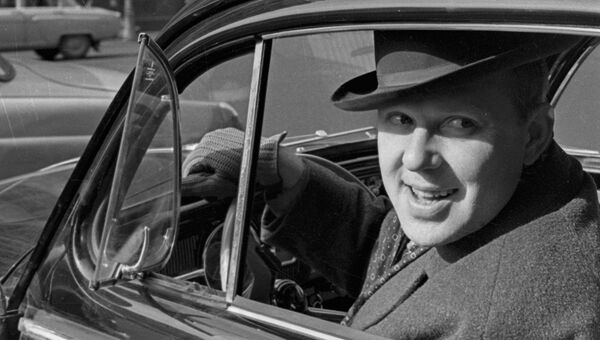 Олег Попов за рулем своего автомобиля