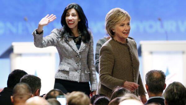 Хиллари Клинтон и ее помощница Хума Абедин. Архивное фото