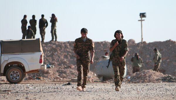 Формирования вооруженной коалиции Силы демократической Сирии в районе города Ракка