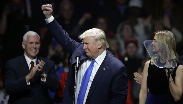 Кандидат в президенты США Дональд Трамп во время выступления в Манчестере, штат Нью-Гэмпшир. 7 ноября 2016