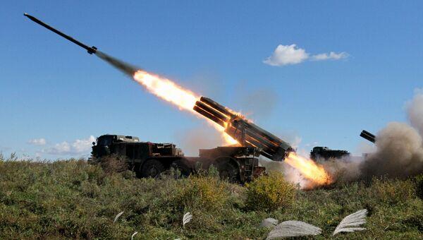 Реактивная артиллерийская батарея системы залпового огня БМ-27 Ураган. Архивное фото