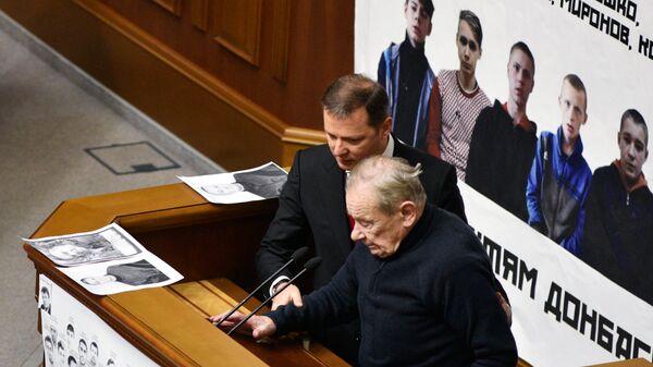Лидер фракции Радикальной партии Олег Ляшко и депутат Верховной рады Юрий Шухевич. Архивное фото
