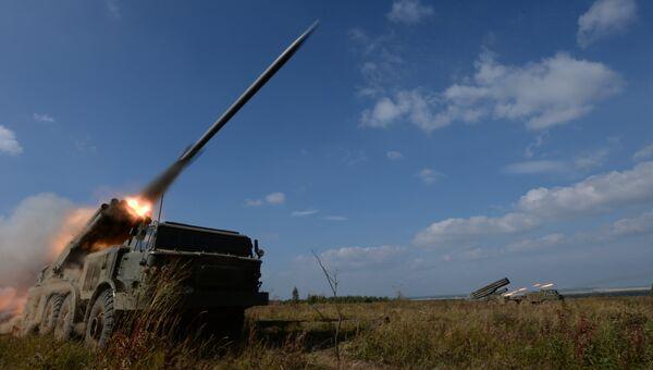 Пуск ракет РСЗО Ураган на полигоне Чебаркуль