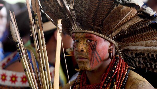 Один из представителей коренных народов Бразилии. Архивное фото