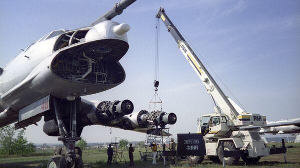 Самолет Ту-95 со снятым оборудованием