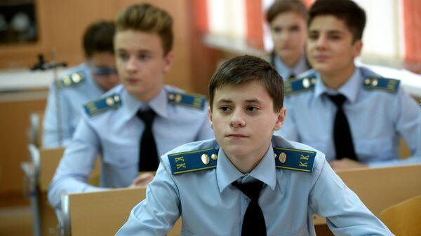 Ученики кадетского класса московской гимназии № 1748 Вертикаль во время урока физики