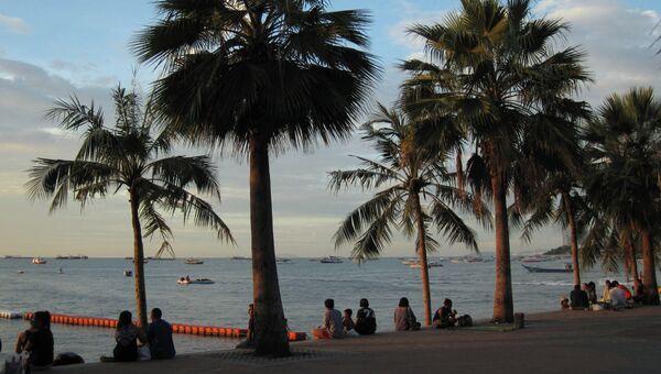Туристы на набережной Паттайи. Архивное фото