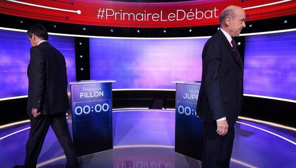 Франсуа Фийон и Ален Жюппе во время телевизионных дебатов в Париже. 24 ноября 2016 года
