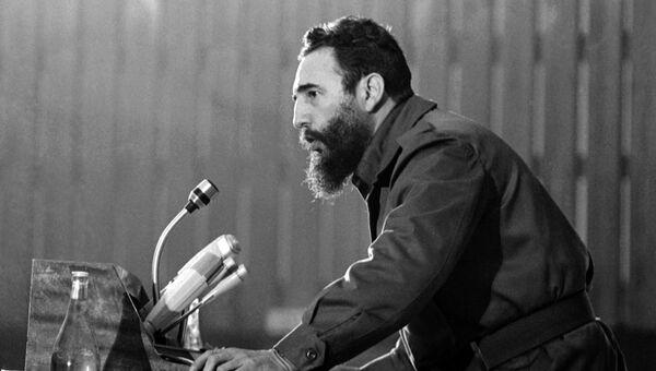 Фидель Кастро выступает на конференции а Алжире. 7 сентября 1973