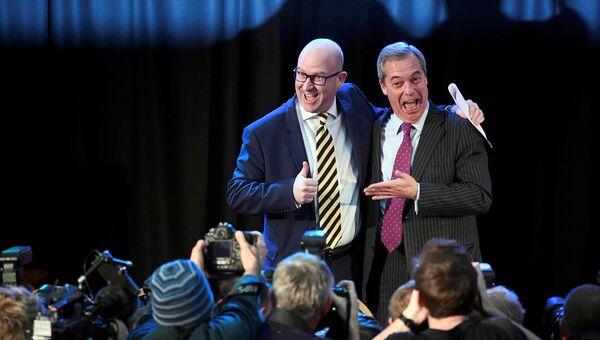Новый лидер Партии независимости (UKIP) Великобритании Пол Наттолл и Найджел Фарадж. 28 ноября 2016