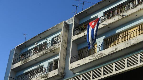 Флаг га балконе в исторической части Гаваны