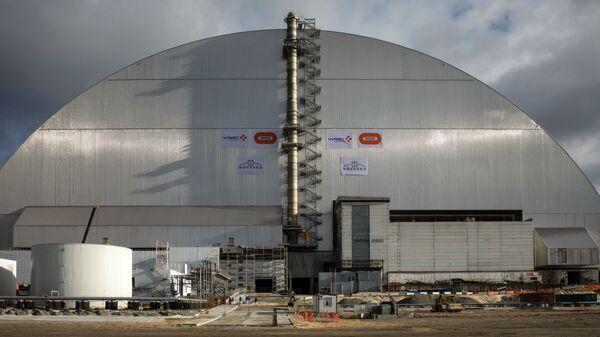 Новое укрытие над четвертым энергоблоком Чернобыльской АЭС. Архивное фото