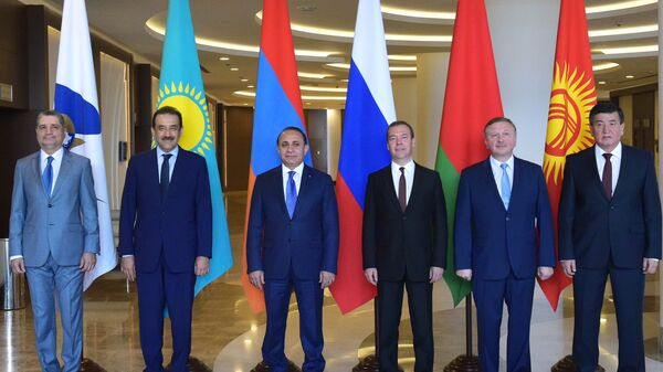 Церемония фотографирования глав делегаций, участвующих в заседании Евразийского межправительственного экономического совета (ЕАЭС) в Сочи. Архив