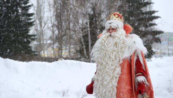 Дед Мороз из Великого Устюга после поздравления многодетной семьи Вахониных во время визита в Екатеринбурге
