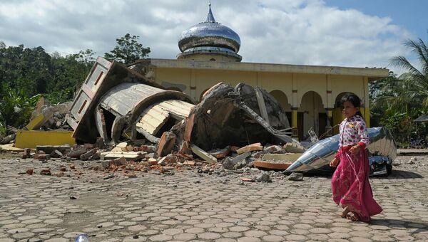 Разрушенная в результате землетрясения мечеть на севере Суматры, Индонезия. 7 декабря 2016