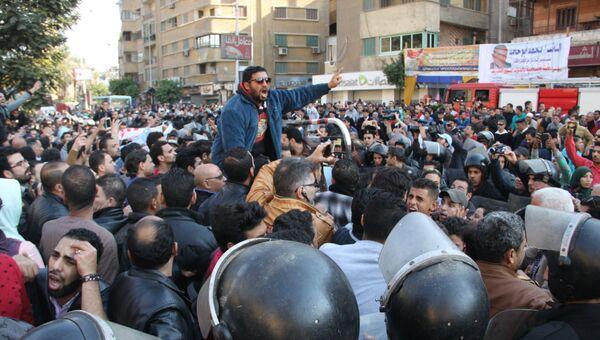 Стихийная акция против терроризма проходит у церкви в Каире, где произошел взрыв