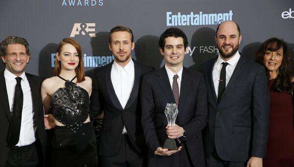 Команда фильма Ла-ла-ленд (La La Land) на церемонии вручения награды ассоциации кинокритиков США и Канады Critics Choice