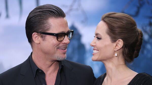 Голливудские актеры Анджелина Джоли и Брэд Питт в Лондоне. 8 мая 2014 года