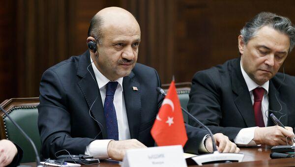 Министр национальной обороны Турции Фикри Ышик. Архивное фото