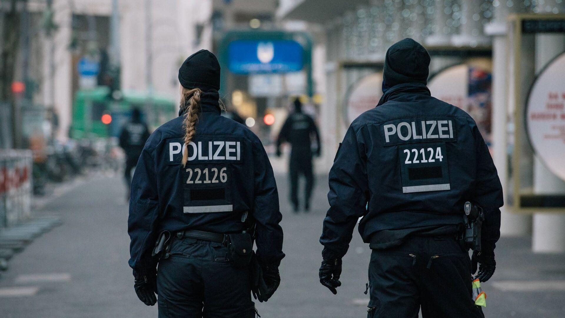 Сотрудники полиции недалеко от места теракта в Берлине - РИА Новости, 1920, 03.05.2021