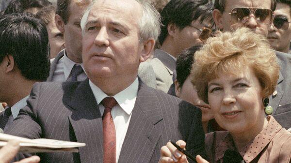 Председатель Президиума Верховного Совета СССР Михаил Горбачев с супругой Раисой