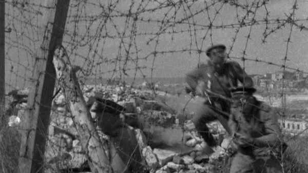 Советские солдаты во время боя за освобождение Севастополя