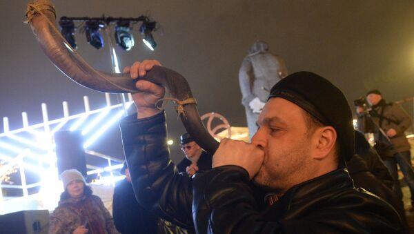 Церемония зажжения ханукальной свечи на площади Революции в Москве